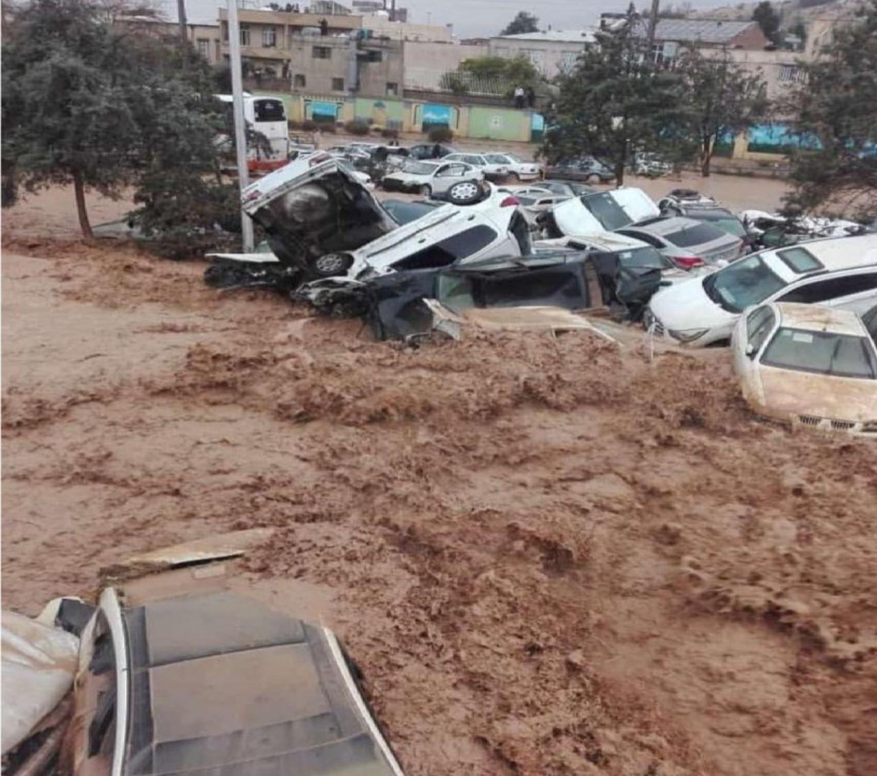 خسارت خودرو در سیل شیراز