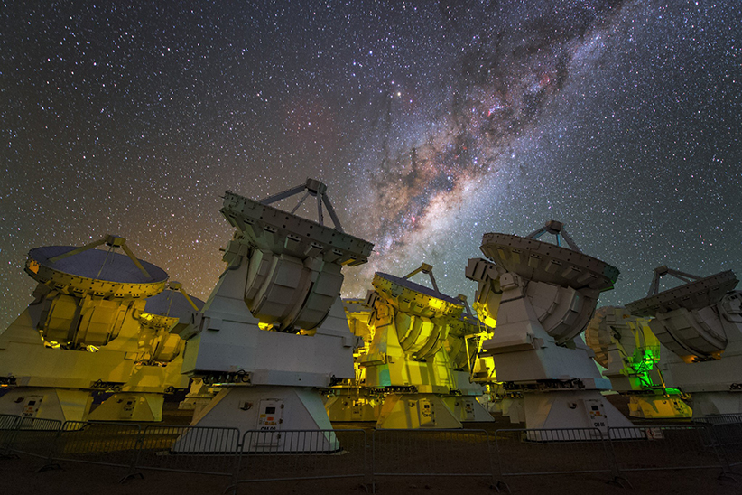 آرایهی رادیویی آلما، یکی از رصدخانههای حاضر در پروژهی تلسکوپ افق رویداد.