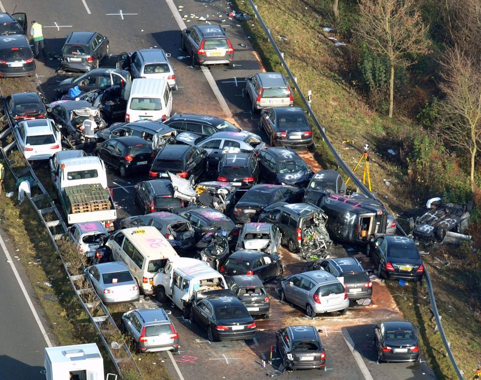 بررسی خودرو از نظر تصادف