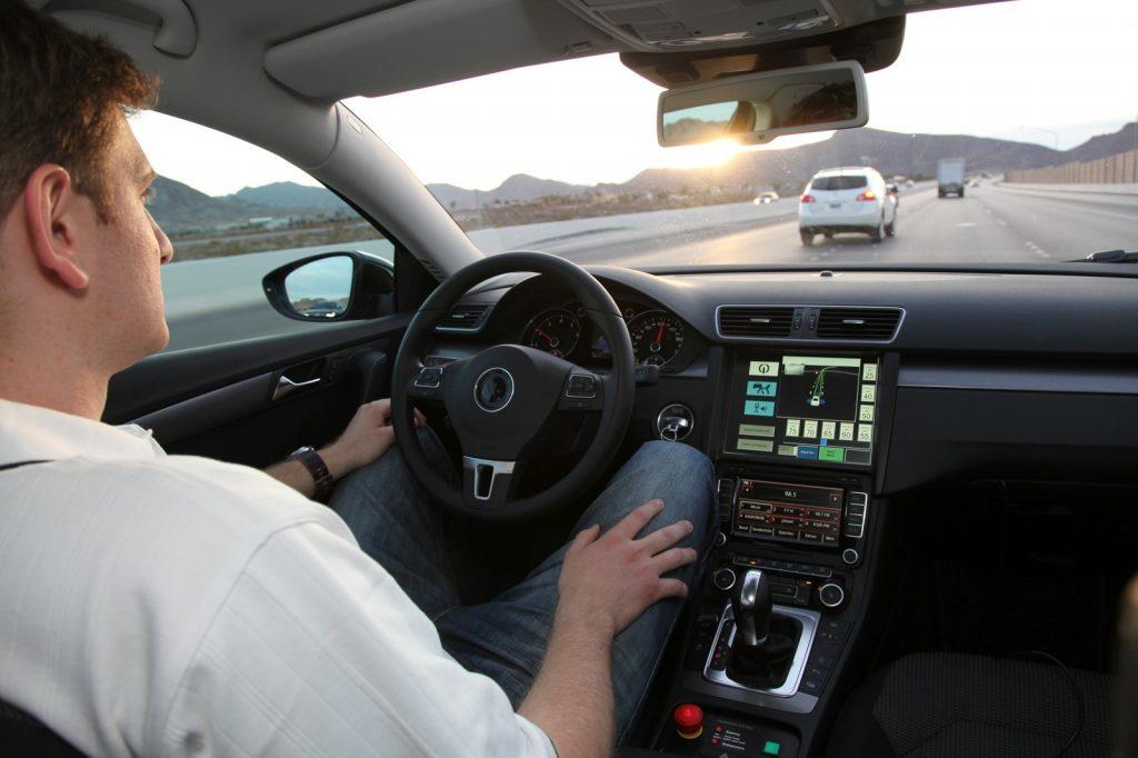 بررسی راحتی و نشستن در پشت خودرو