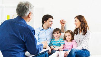 تصویر بررسی مزایا و نتایج شرکت در جلسات مشاوره خانواده