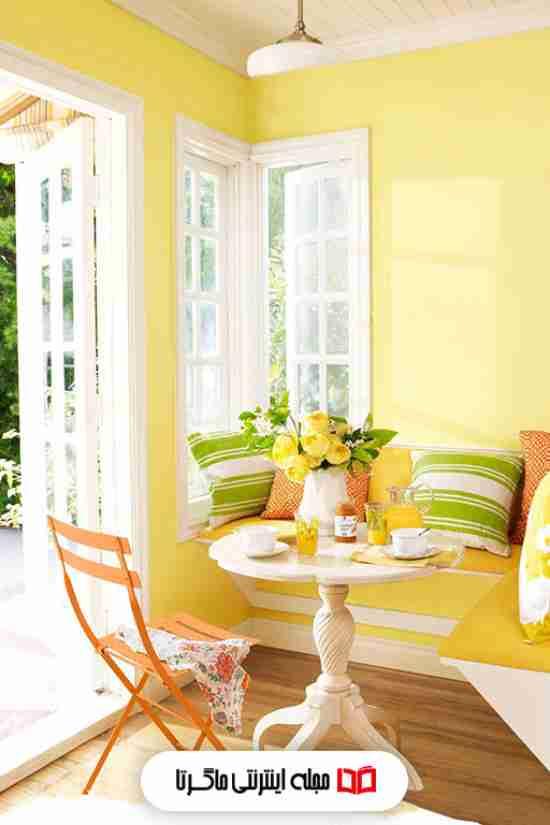رنگ زرد روشن و ملایم در اتاق پذیرایی