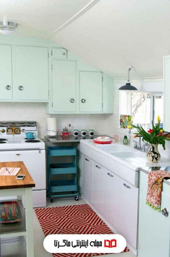 ترکیب رنگ سبز مغز پستهای و سفید در آشپزخانه